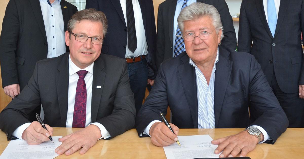 Finke unterschreibt neuen Vertrag für das Trainingszentrum des SC Paderborn