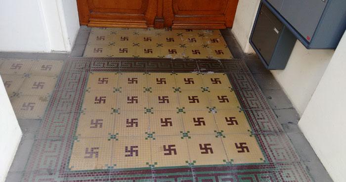 Fußboden Verlegen Paderborn ~ Ein haus mit hakenkreuzen in paderborn