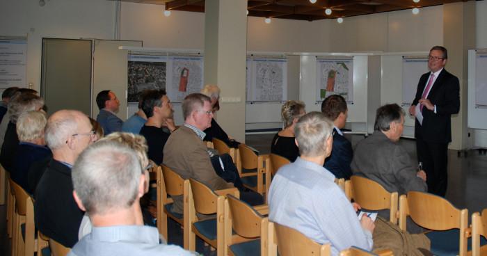 Dreier informiert über Alanbrooke Kaserne Paderborn