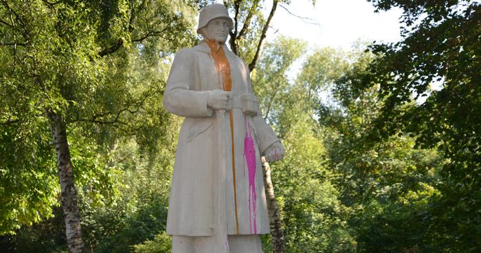 Infanterist Denkmal Paderborn Farbkugeln